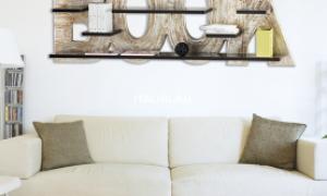 Настенные полки в гостиную — как выбрать