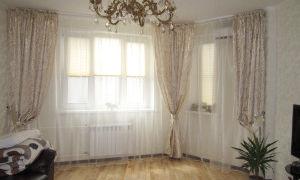 Как оформить окно в гостиной комнате?