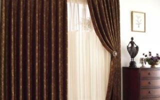 Коричневые шторы в гостиной комнате — уместен ли этот цвет?