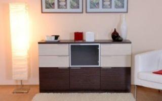Пристенная мебель в интерьере гостиной комнаты