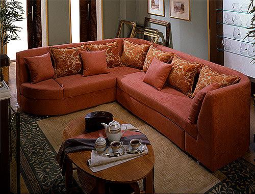 Угловые диваны для гостиной в интерьере