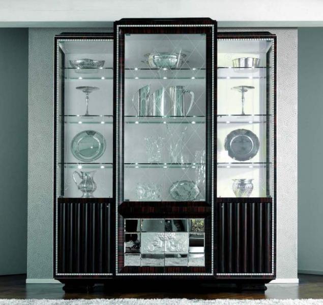 Выбираем посудный шкаф для гостиной