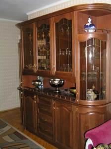 посудный шкаф для гостиной