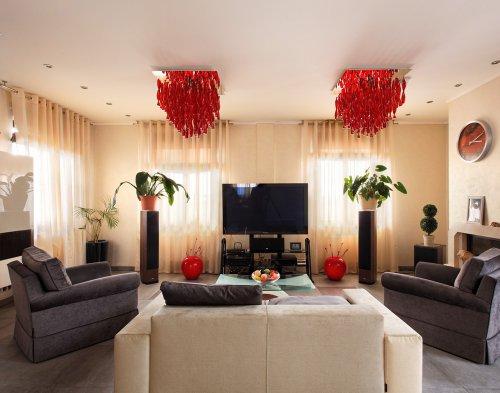 Настенные и потолочные светильники для гостиной - модные тенденции