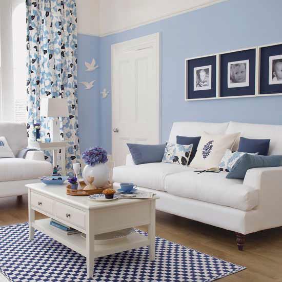 Гостиная в голубых тонах — фото и обзор интерьера