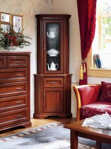 шкаф-пенал в гостиной