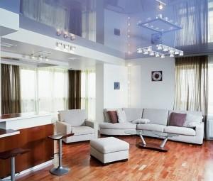 оформление потолка в гостиной