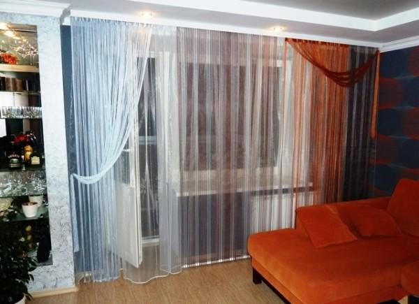кисея на окне в гостиной
