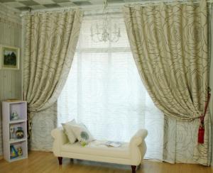 элитные шторы в интерьере гостиной
