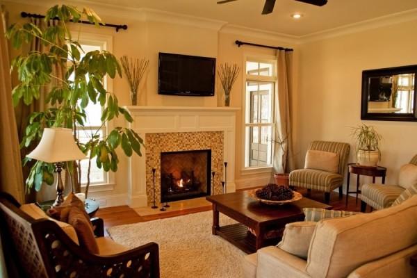 оформление гостиной комнаты с камином
