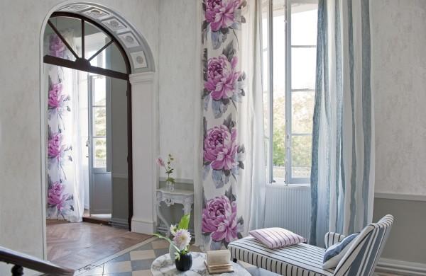 интересный декор окна в гостиной
