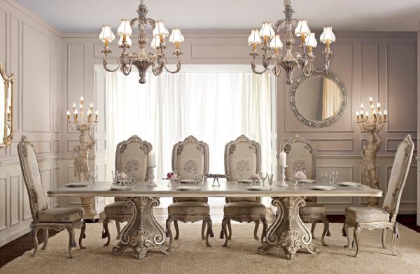 стулья и стол в интерьере гостиной