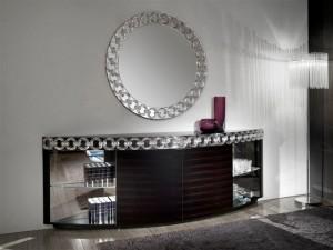 Длинный комод в интерьере гостиной комнаты