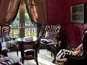 Интерьер гостиной комнаты в стиле сафари