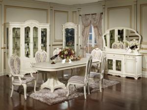 светлый стол и стулья для гостиной