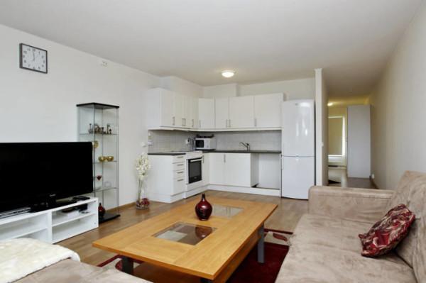 дизайн гостиной-кухни в квартире студии