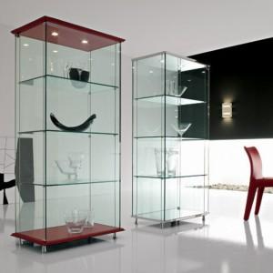 витрины стеклянные в гостиной