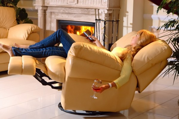кресло реклайнер в гостиной