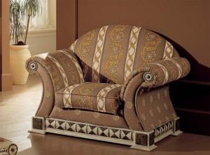 Мягкие кресла в гостиной комнате