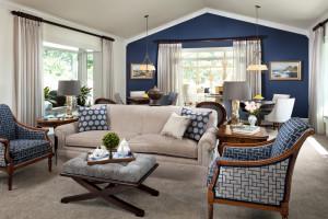 обои синего цвета для гостиной
