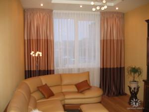 комбинированные шторы в интерьере гостиной