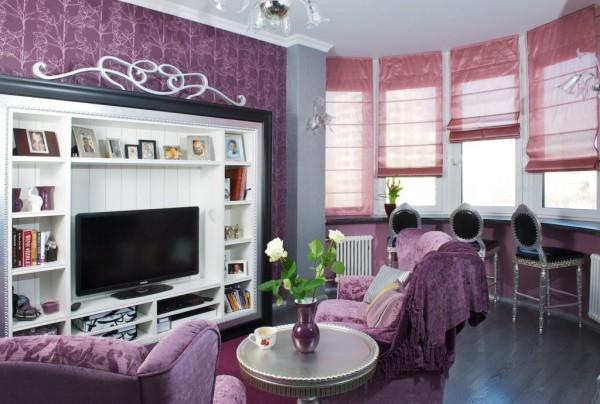 короткие шторы в интерьере гостиной