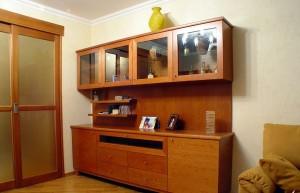 Сервант в гостиной комнате — обзор
