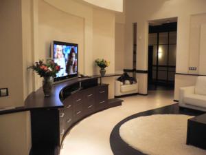 радиусная мебель в интерьере гостиной