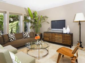 Цветы в гостиной — оформление интерьера