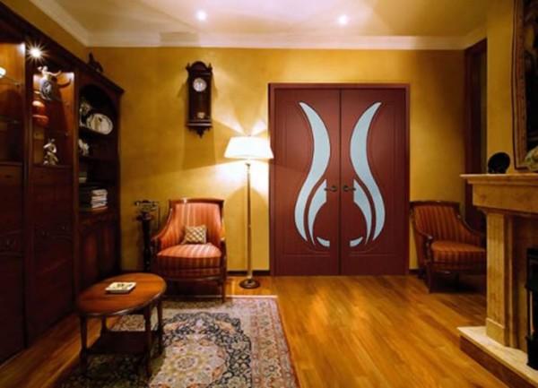 двойные двери в гостиной