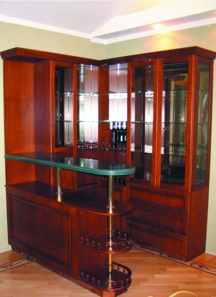 барная стойка и шкаф в гостиной