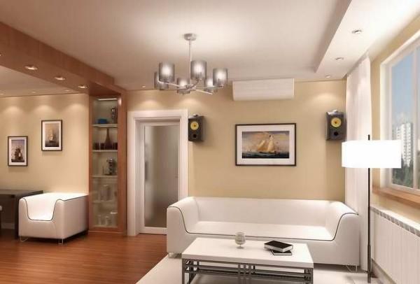 дизайн гостиной с несколькими дверями