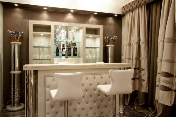 бар в интерьере гостиной