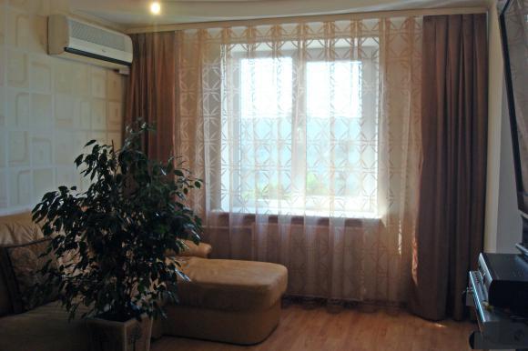 гардины в интерьере гостиной