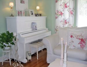 Пианино в интерьере гостиной