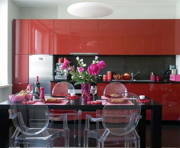 кухонный гарнитур красного цвета